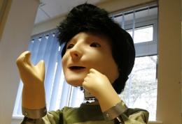 Ρομπότ μαθαίνει το γέλιο και το κλάμα στα αυτιστικά παιδιά